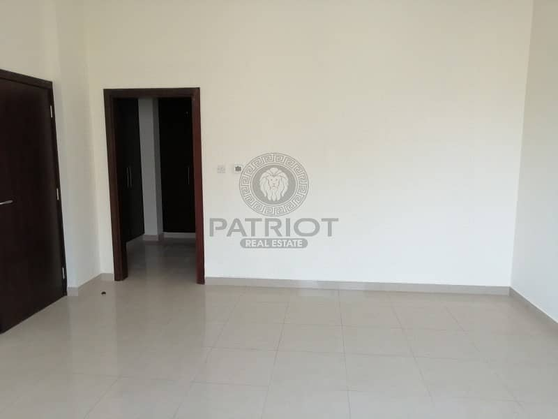 Ready to move in New Villa 5bhk + maid Prime Location 175k