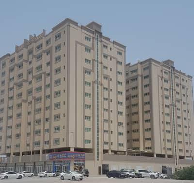 بدون عمولة !!!!!!شقة مناسبة للايجار  ضمن مبنى عائلي  في ام القيوين .