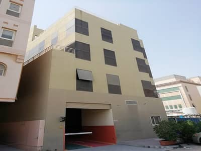 Office for Rent in Al Khabisi, Dubai - FLEXI DESK DEIRA AVAILABLE WITH SUSTAINABILITY CONTRACT