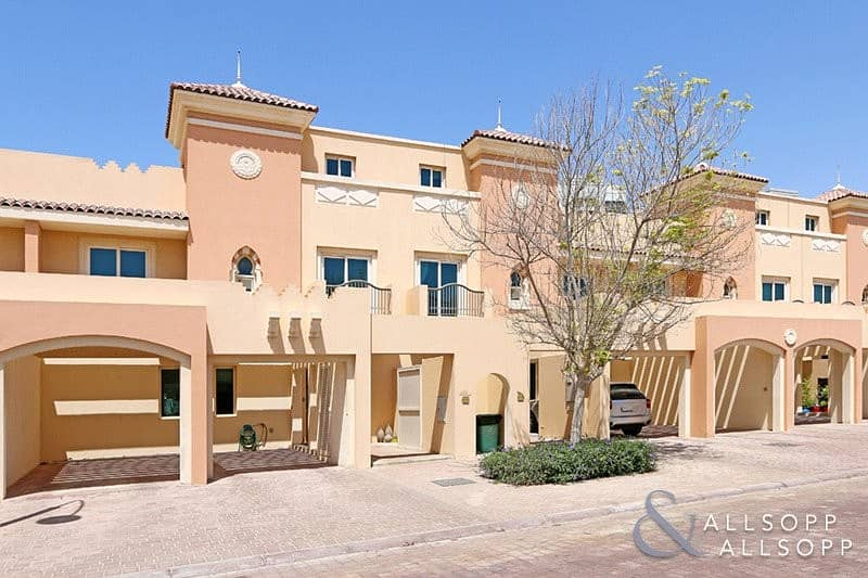 Oliva | 4 Bedroom | Close to Pool and Park