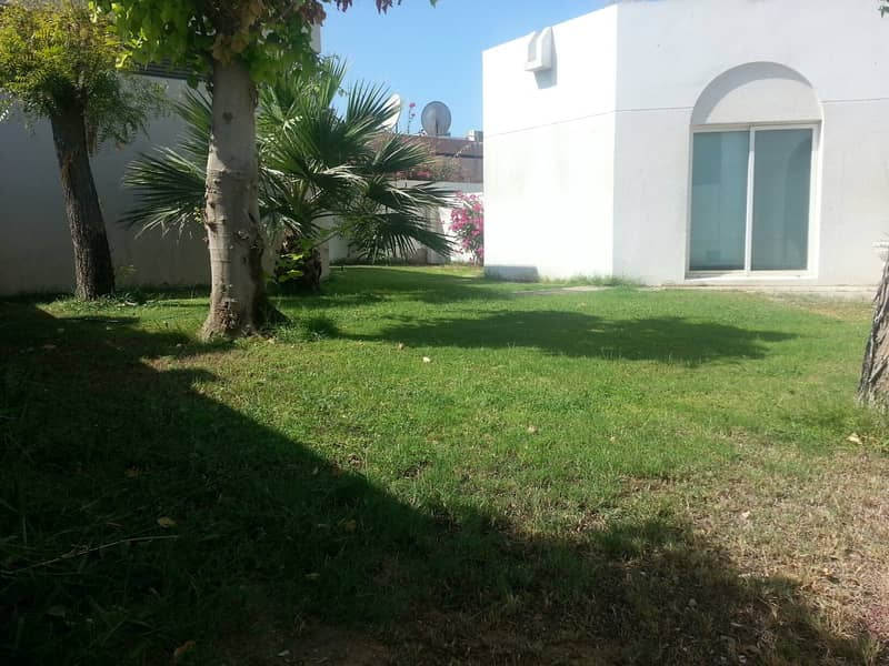 Nice 3 bedroom single storey villa with pvt garden and  shared pool in Jumeirah 3