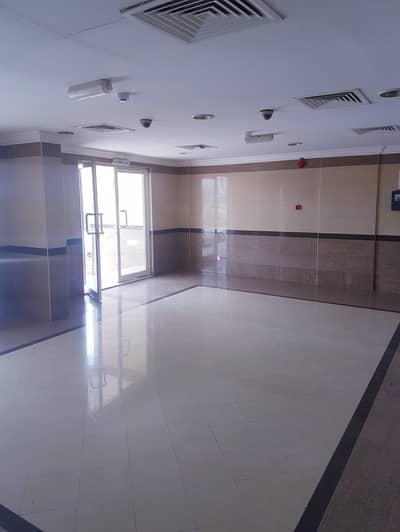 شقة 1 غرفة نوم للايجار في السلمة، أم القيوين - بدون عمولة !!!! شقة  مناسبة  للايجار  ضمن بناء عائلي في ام القيوين .