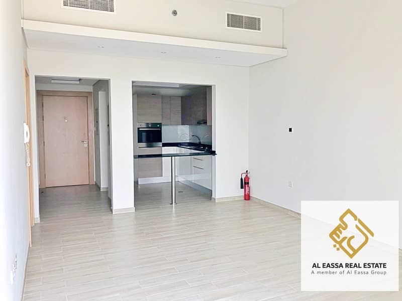 Pool view   Kitchen equipped   Modern 1BR