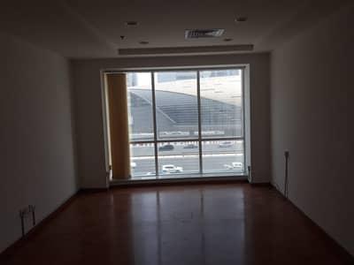 مکتب  للايجار في شارع الشيخ زايد، دبي - مکتب في برج الحواي شارع الشيخ زايد 160000 درهم - 4305807