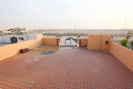 8 Bedroom Villa for Sale in Al Shamkha, Abu Dhabi - Brand New Villa With 8 Beds And Outside Driver