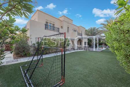 6 Bedroom Villa for Sale in Arabian Ranches, Dubai - Park and Pool - 6 Bed - Excellent Location