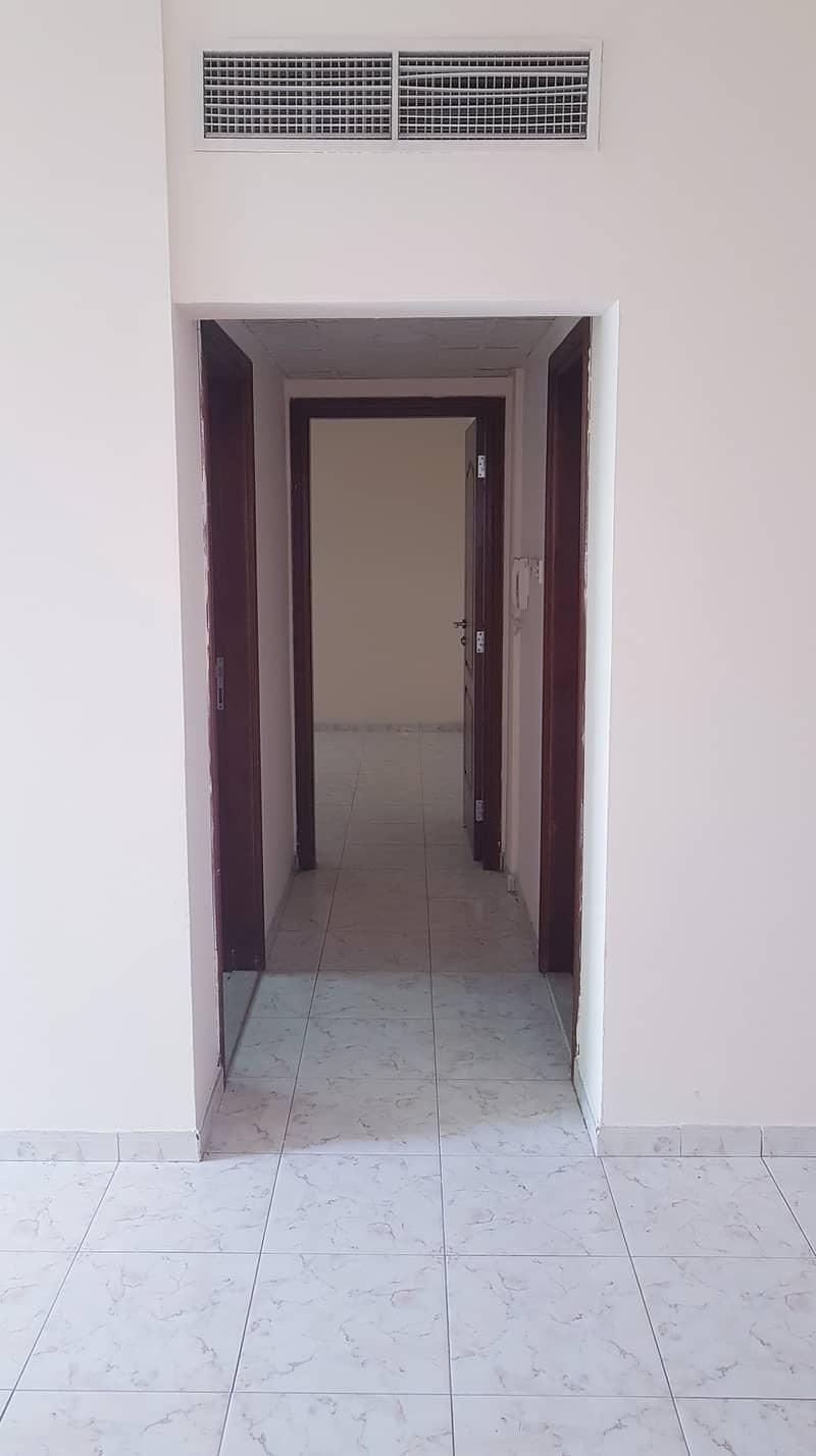 بدون عمولة !!!!! شقة مناسبة للايجار ضمن بناء عائلي  في ام القيوين .