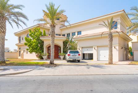 5 Bedroom Villa for Rent in Palm Jumeirah, Dubai - Beachfront Living | Fully Furnished | Riviera Style