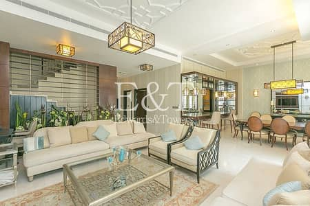 5 Bedroom Villa for Sale in Palm Jumeirah, Dubai - Upgraded 5 Bed | Vacant | Beach Facing | PJ