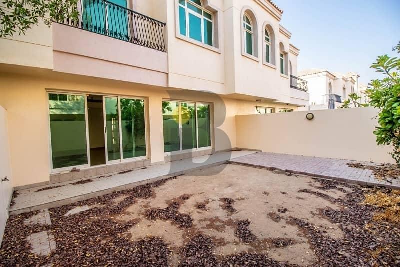 18 Spacious and Bright Villa with Private Garden