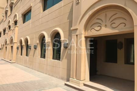 3 Bedroom Flat for Rent in Palm Jumeirah, Dubai - Vacant - Large living area - Unfurnished