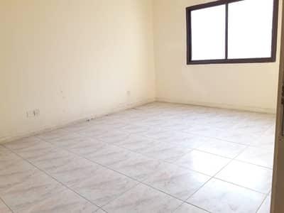 شقة 2 غرفة نوم للايجار في شارع الوحدة، الشارقة - شقة في شارع الوحدة 2 غرف 35000 درهم - 4311584