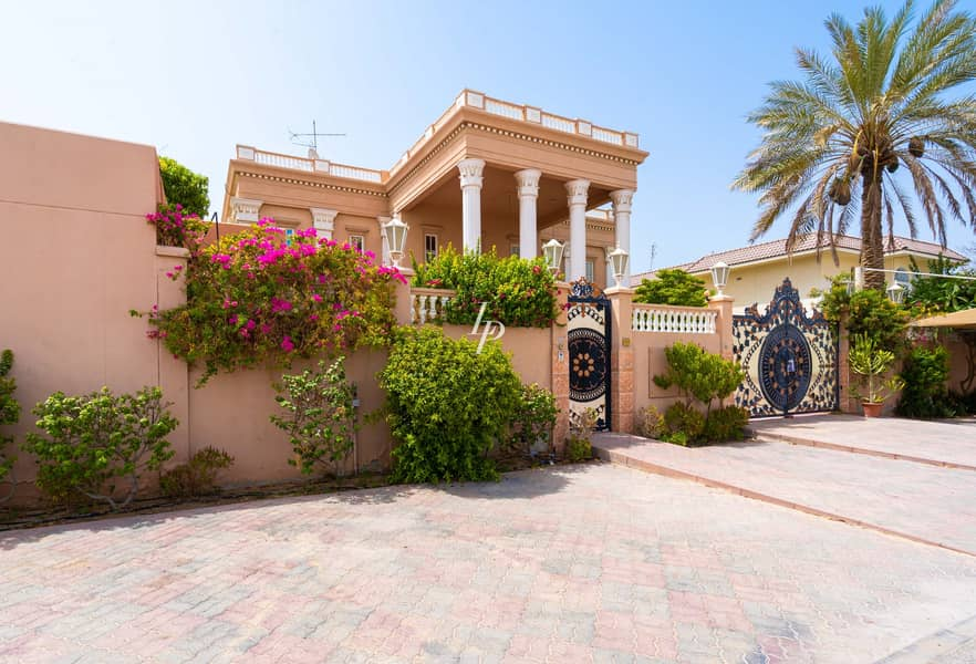 Palatial Villa Available Now Huge Plot Size