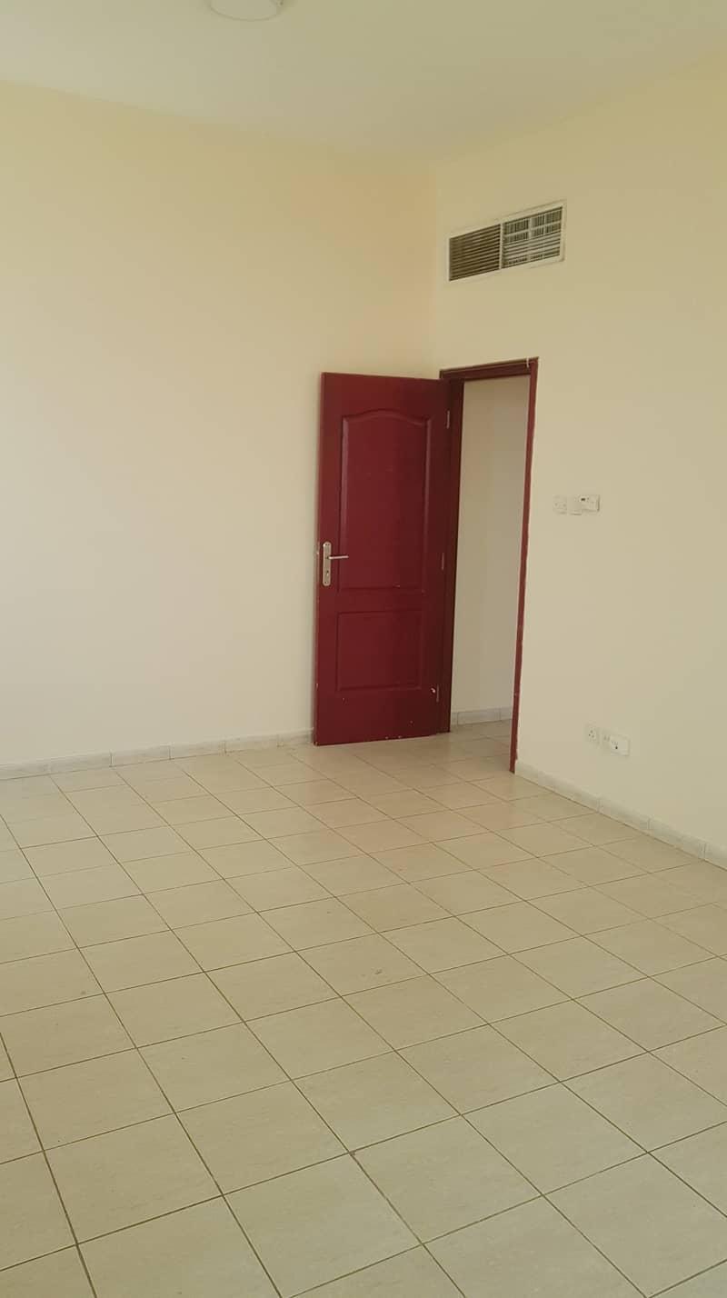 بدون عمولة !!!!! شقة مناسبة للايجار  في ام القيوين .