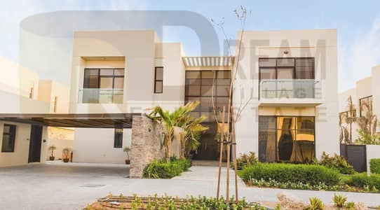 6 Bedroom Villa for Sale in Umm Suqeim, Dubai - Buy the privacy and own your luxury ready stand alone villa and enjoy post handover 3 years