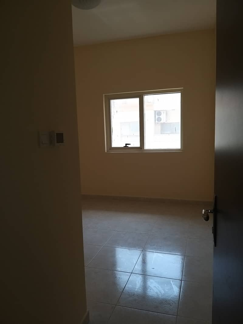 Cheapest Price 1 B/R APTs in Emirates City.