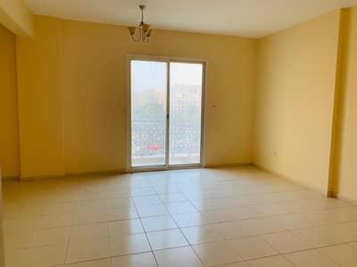 استوديو  للبيع في المدينة العالمية، دبي - شقة في طراز الإمارات المدينة العالمية 255000 درهم - 4317542