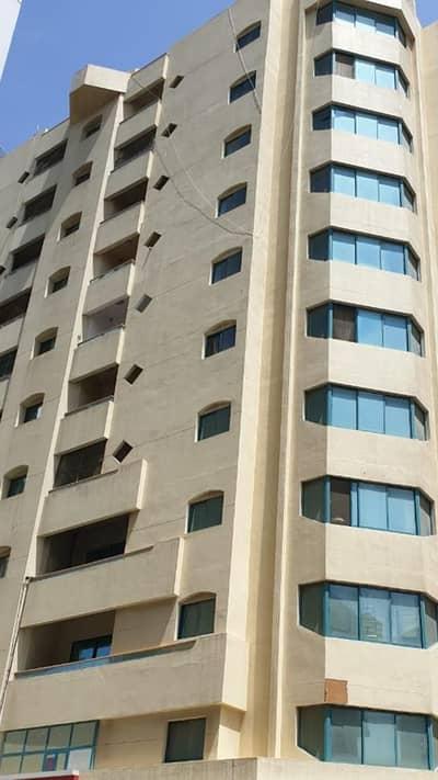 مبنى سكني 11 غرفة نوم للبيع في المجاز، الشارقة - للبيع بناية في المجاز  1 علي 3 شارع  الشارقة