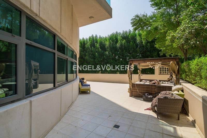 10 Private Courtyard|Well Maintained|Spacious