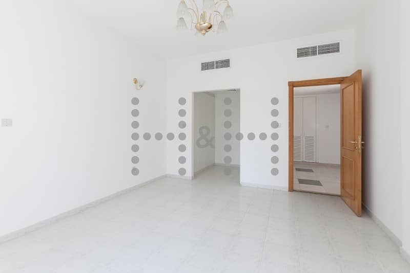 Spacious Chiller Free Units in Heart of Deira