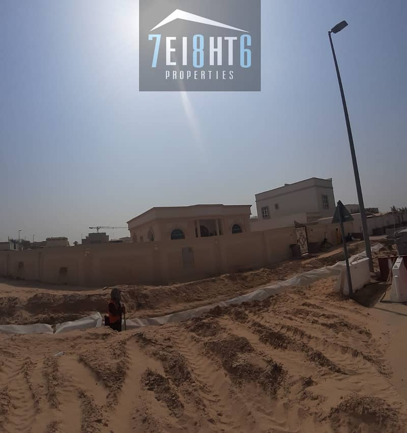 9 Exceptional quality - 3 b/r independent BRAND NEW villa + large garden for rent in Oud Al Muteena