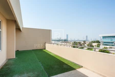 2 Bedroom Apartment for Sale in Motor City, Dubai - Large balcony