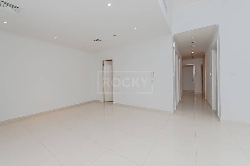 Spacious 2 Bed plus Laundry   Close to Metro   Elegance House