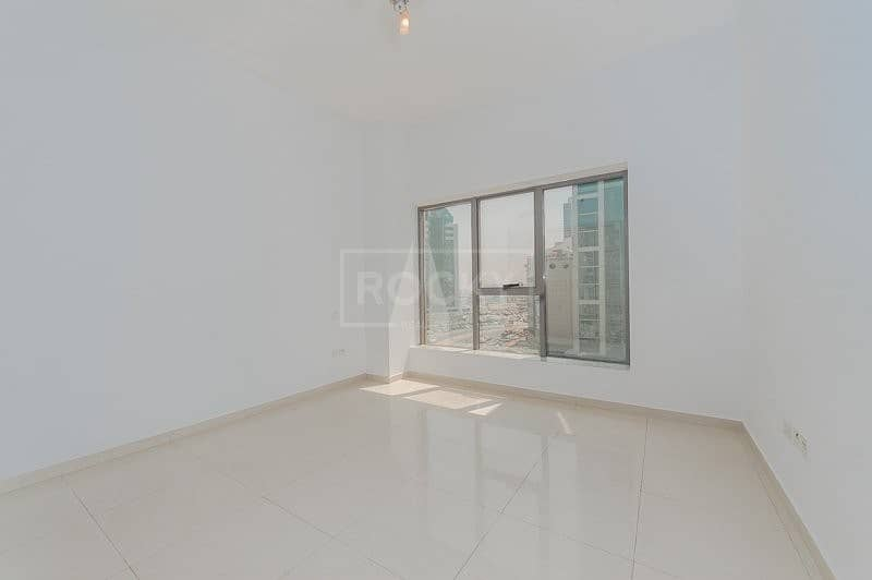25 Spacious 2 Bed plus Laundry | Close to Metro | Elegance House