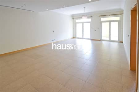 شقة 2 غرفة نوم للايجار في نخلة جميرا، دبي - F Type | Vacant | Park View | Pool and Gym