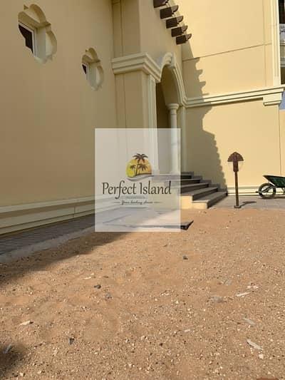 فیلا 4 غرف نوم للايجار في بني ياس، أبوظبي - Special Villa !!! Brand New 4 BR Villa with Elevator