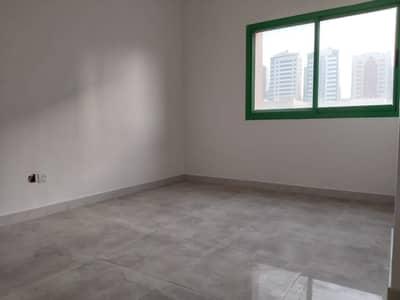 شقة 1 غرفة نوم للايجار في الوحدة، أبوظبي - شقة في شارع الوحدة (شارع دلما) الوحدة 1 غرف 36000 درهم - 4323976
