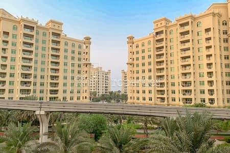شقة 2 غرفة نوم للايجار في نخلة جميرا، دبي - 2 Bed + Maids with Large Terrace | Park Facing
