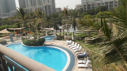 2 Bedroom Flat for Rent in The Views, Dubai - Fully Furnished 2Br with Pool and Lake View in Greens