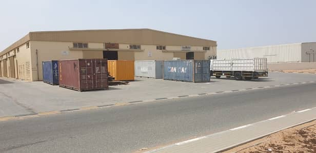 Warehouse for Rent in Umm Al Thuoob, Umm Al Quwain - Warehouse on main road
