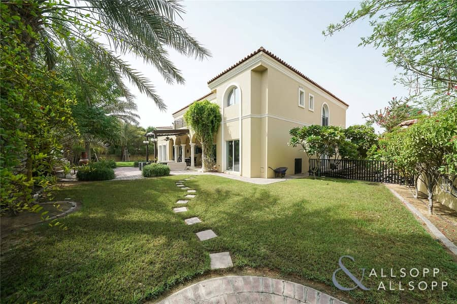 Large Plot | Family Villa in Quiet Location