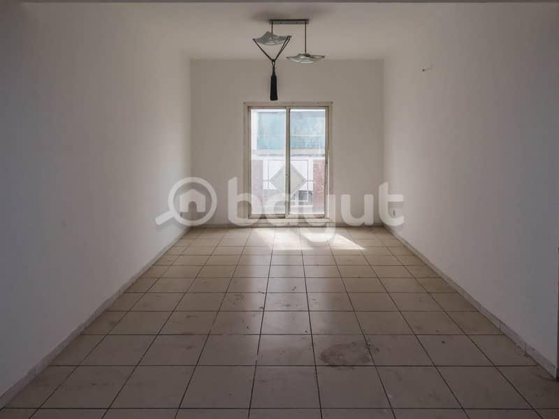 شقة في روز 3 الحمریة بر دبي 1 غرف 40000 درهم - 4327884