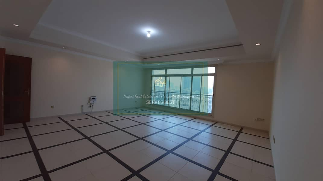 Huge 4 Beds with All Facilities in Mamoura