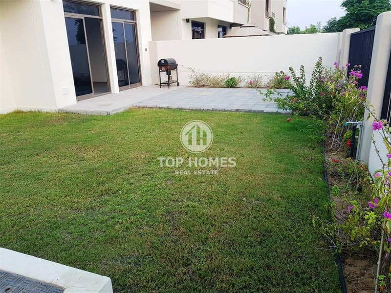 Large 4BR townhouse with landscaped garden area