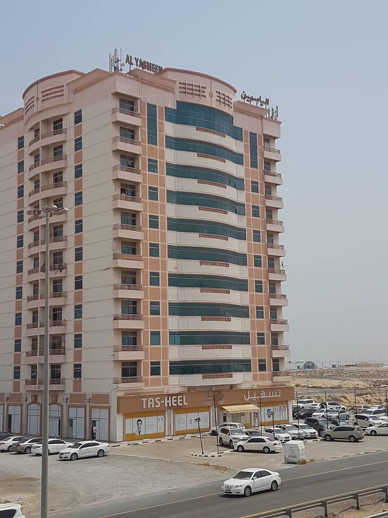 بدون عمولة !!!! شقة مناسبة للايجار  ضمن مبنى عائلي في ام القيوين .