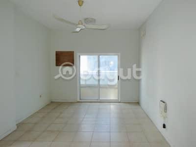 شقة 2 غرفة نوم للايجار في كورنيش البحيرة، الشارقة - عرض رائع غرفتين وصاله  دون أي عمولة وصيانة مجانية. كورنيش البحيرة ، الشارقة.