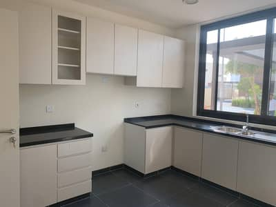 3 Bedroom Villa for Rent in DAMAC Hills (Akoya by DAMAC), Dubai - Kitchen