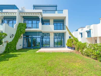5 Bedroom Villa for Rent in Palm Jumeirah, Dubai - Beach Access | 5-Bed | Sea View | Palma Residence