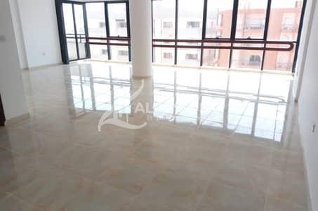 شقة 4 غرف نوم للايجار في منطقة النادي السياحي، أبوظبي - Spacious Apartment in Great City Views! 4 Easy Pay