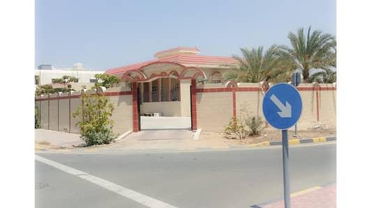 5 Bedroom Villa for Sale in Al Hamidiyah, Ajman - Villa on the street bitumen area of 13 thousand feet at a price of 300 million dirhams