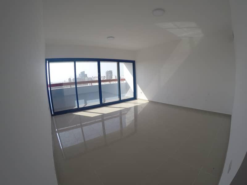 شقة في شارع المطار 1 غرف 50000 درهم - 4333469