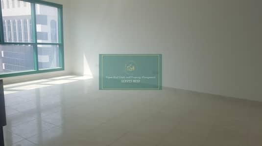فلیٹ 2 غرفة نوم للايجار في منطقة النادي السياحي، أبوظبي - Well maintained 2 Bed with parking and balcony