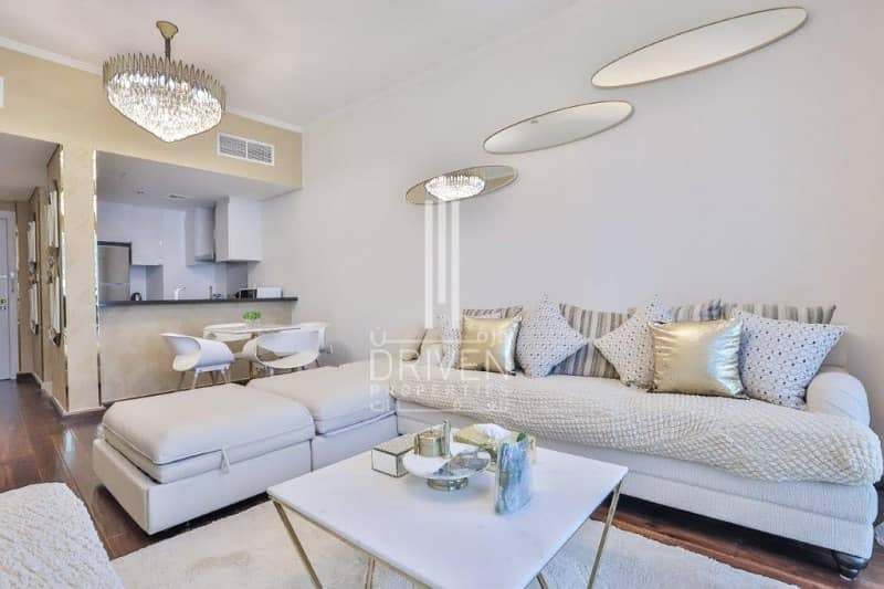 2 Elegant and Furnished Unit with Sea View