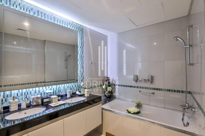 10 Elegant and Furnished Unit with Sea View