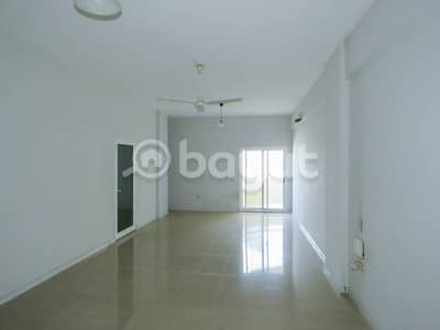 ثلاث غرف وصاله  في برج المجاز 1 ، الشارقة . بدون عمولة . صيانه مجانا