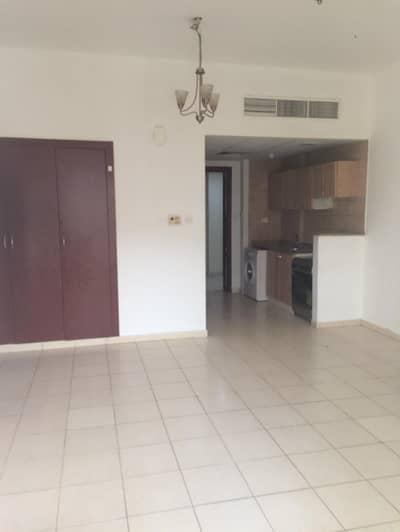 استوديو  للبيع في المدينة العالمية، دبي - شقة في طراز إنجلترا المدينة العالمية 248000 درهم - 4336001